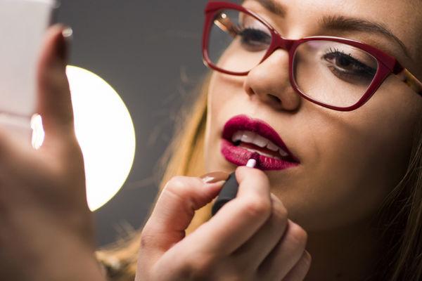 rLVG2mhebLspgx7JmjdgHWNky4TLQBZP - Каким должен быть макияж под очки с разными оправами
