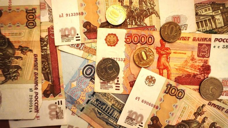 money 2744058 1280 791x445 - Что взять: кредит или микрозайм?