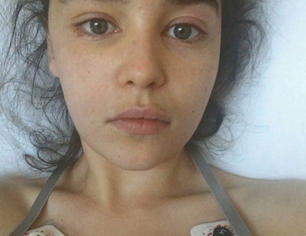 """emiliya klark2070226 615x474 - Эмилия Кларк рассказала о тяжелой болезни, которую пережила во время съемок """"Игры престолов"""""""