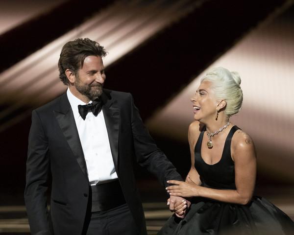 Леди Гага и Брэди Купер на церемонии Оскар