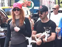 Софи Тернер и Джо Джонас на прогулке