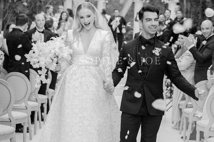 Первые фото со свадьбы Софи Тернер и Джо Джонаса