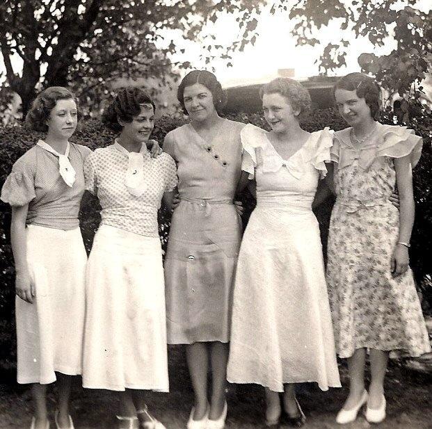 130423001247 - Особенности женской моды в советские времена