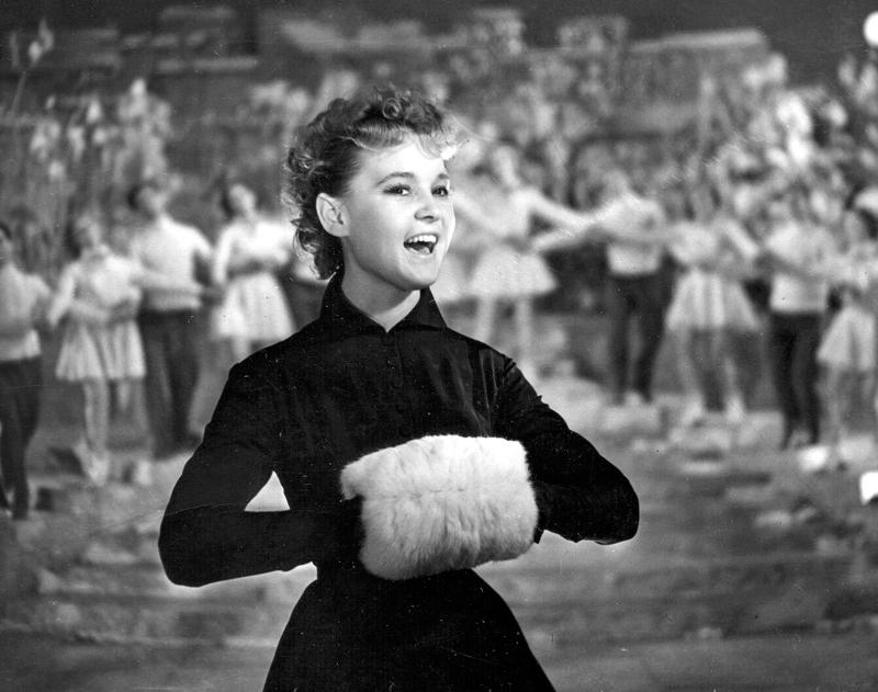 3 770 - Особенности женской моды в советские времена