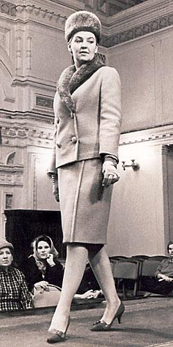 6191120077 733c08c2c4 - Особенности женской моды в советские времена