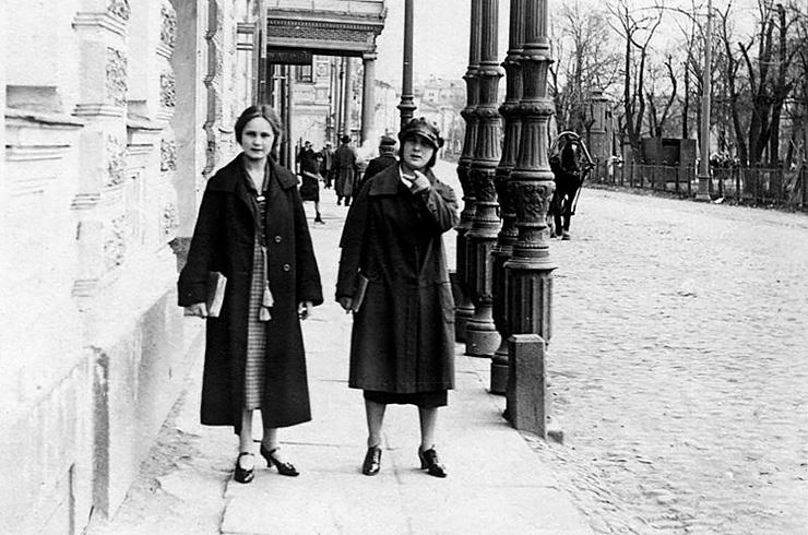 ca4327d0eb8bff0d430b15c1fe6af276 - Особенности женской моды в советские времена