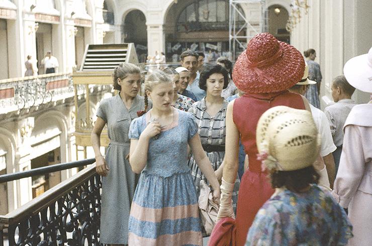 da5da5c8aed078162f8d762272903f39 - Особенности женской моды в советские времена