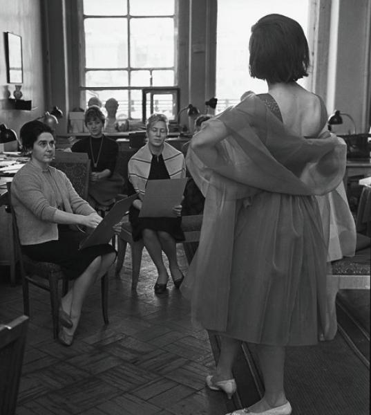 fa531e0aebf917423ba9dc2c84fd88a1 - Особенности женской моды в советские времена
