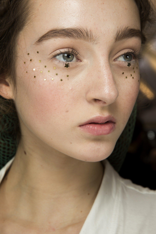 блестки в макияже на новый год 2020