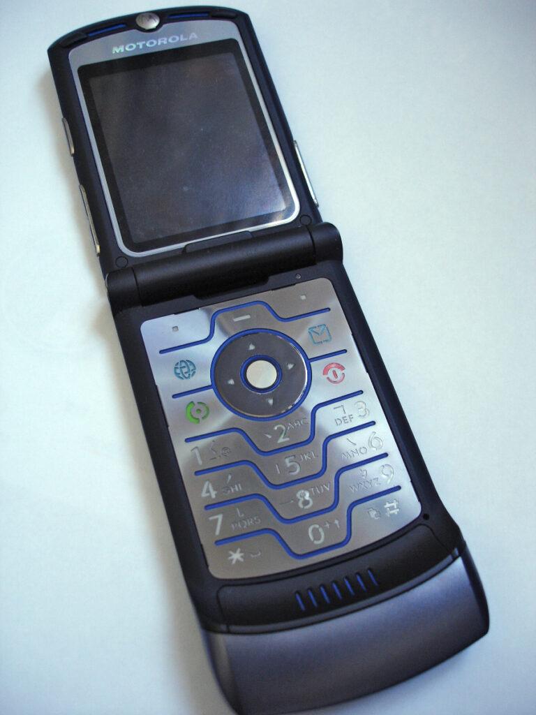 Motorola RAZR V3 768x1024 - Телефонная история