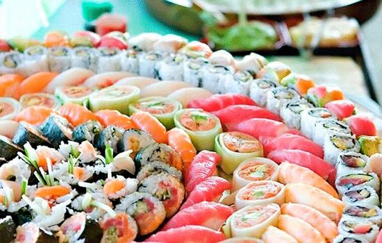 сет роллов и суши