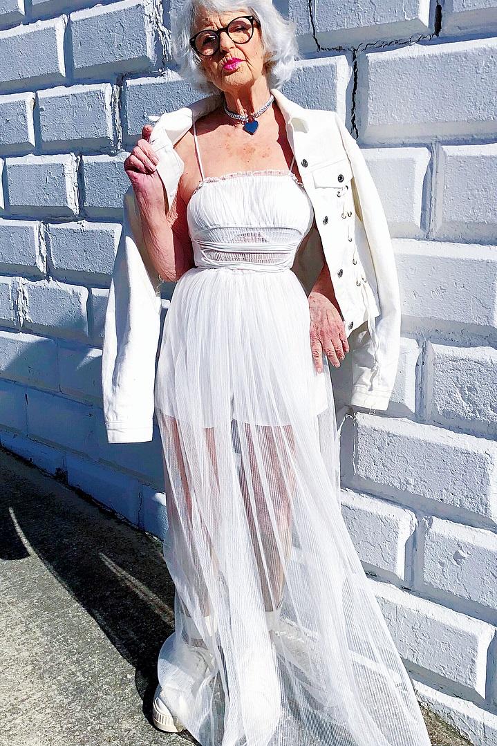 Бадди Винкл в платье