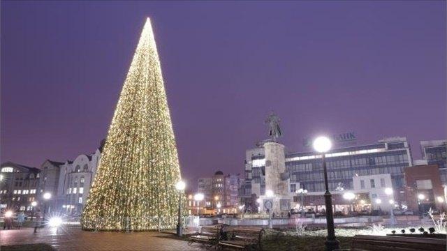 elka lipeczk - Самые красивые новогодние елки России и Европы 2020