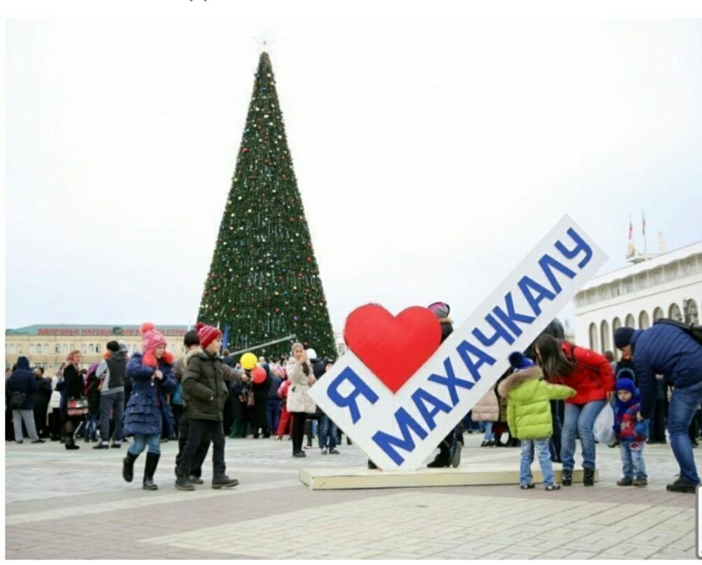 elka mahachkala - Самые красивые новогодние елки России и Европы 2020