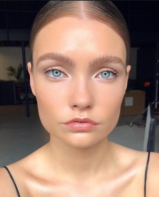prozrachnye brovi - Актуальные тенденции в макияже весны 2020