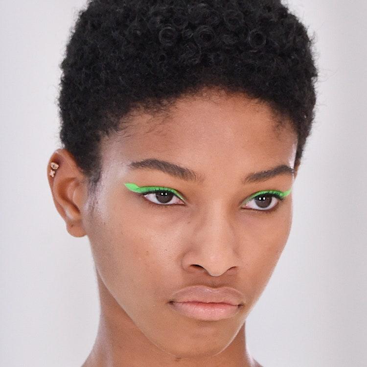 zelenye strelki - Актуальные тенденции в макияже весны 2020