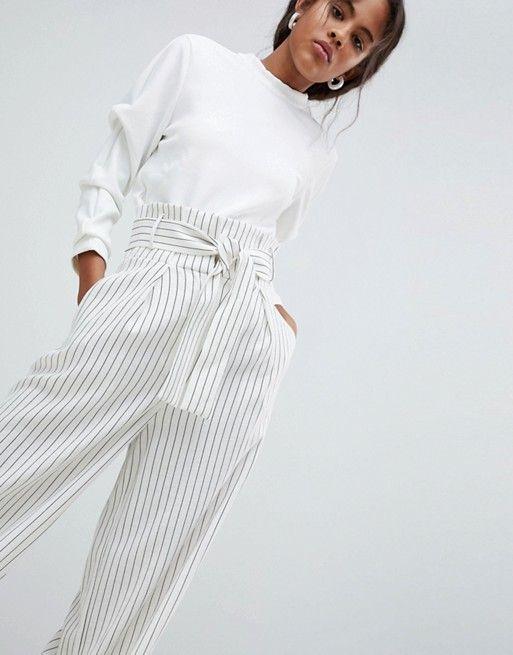 белые брюки в полоску