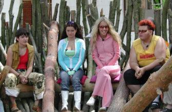 Ксения Собчак в розовом костюме