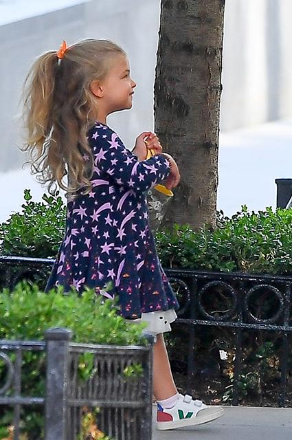Leya5 - Дочь Ирины Шейк - юная голливудская модница