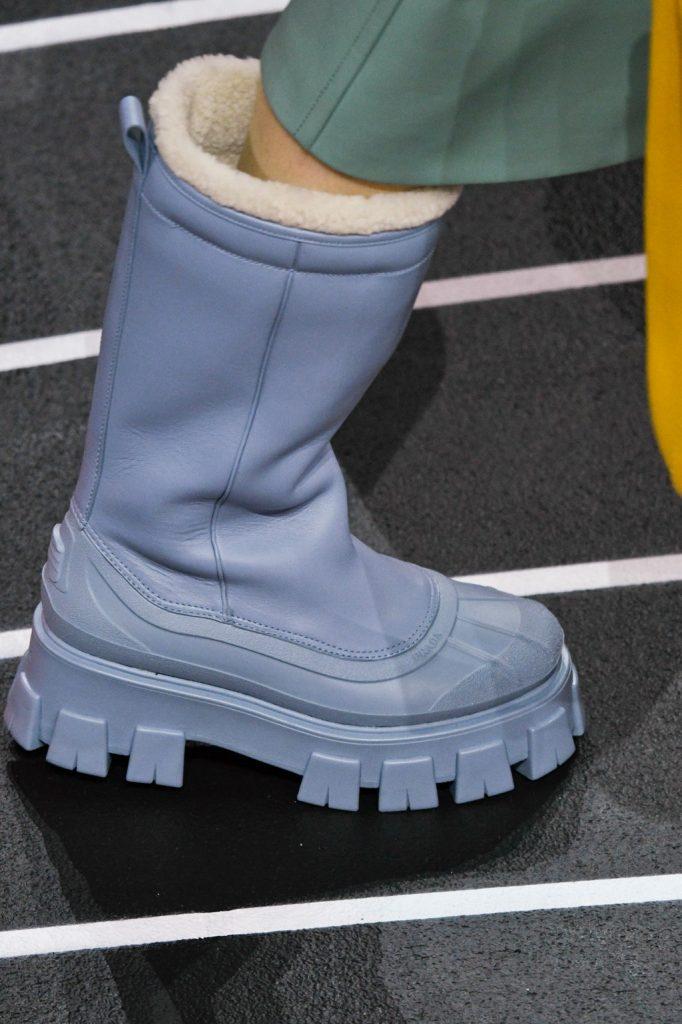 Prada grubye sapogi 682x1024 - 6 идей стильной обуви на холодную осень 2020