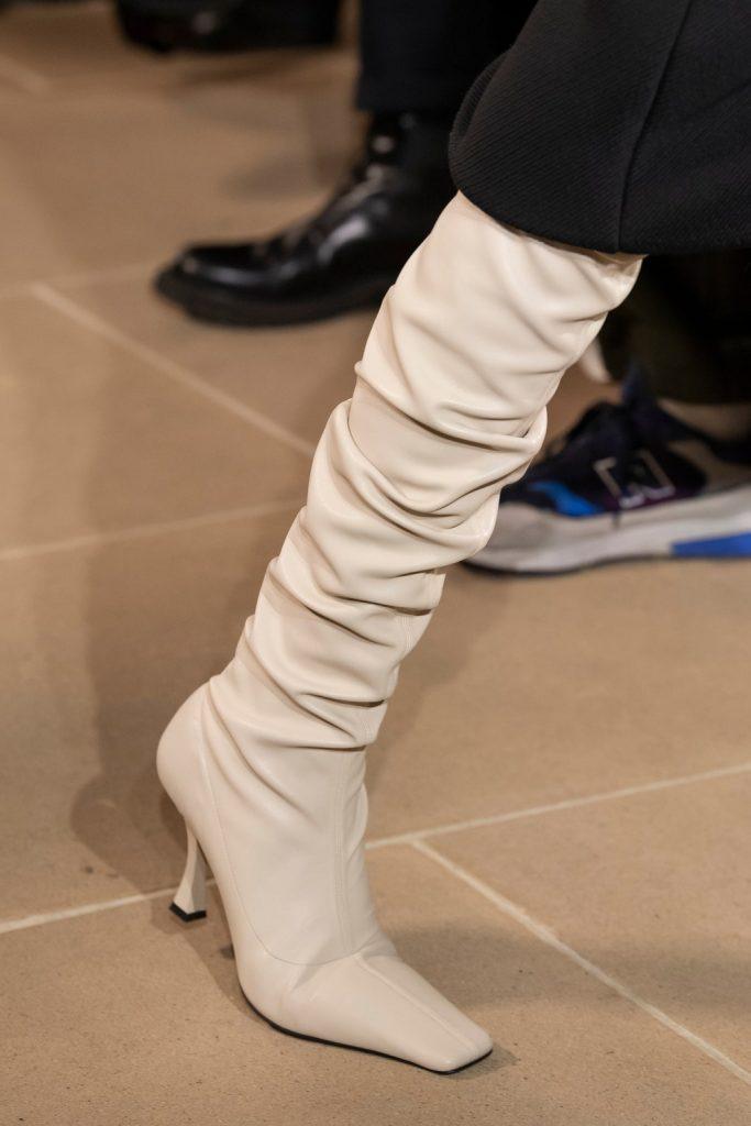 botforty1 683x1024 - 6 идей стильной обуви на холодную осень 2020