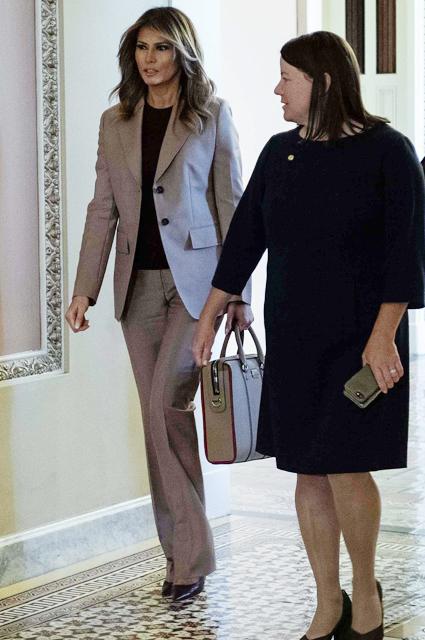 Melaniya stil - Мелания Трамп разводится с мужем? Как первая леди выдерживала деловой стиль и стала иконой моды