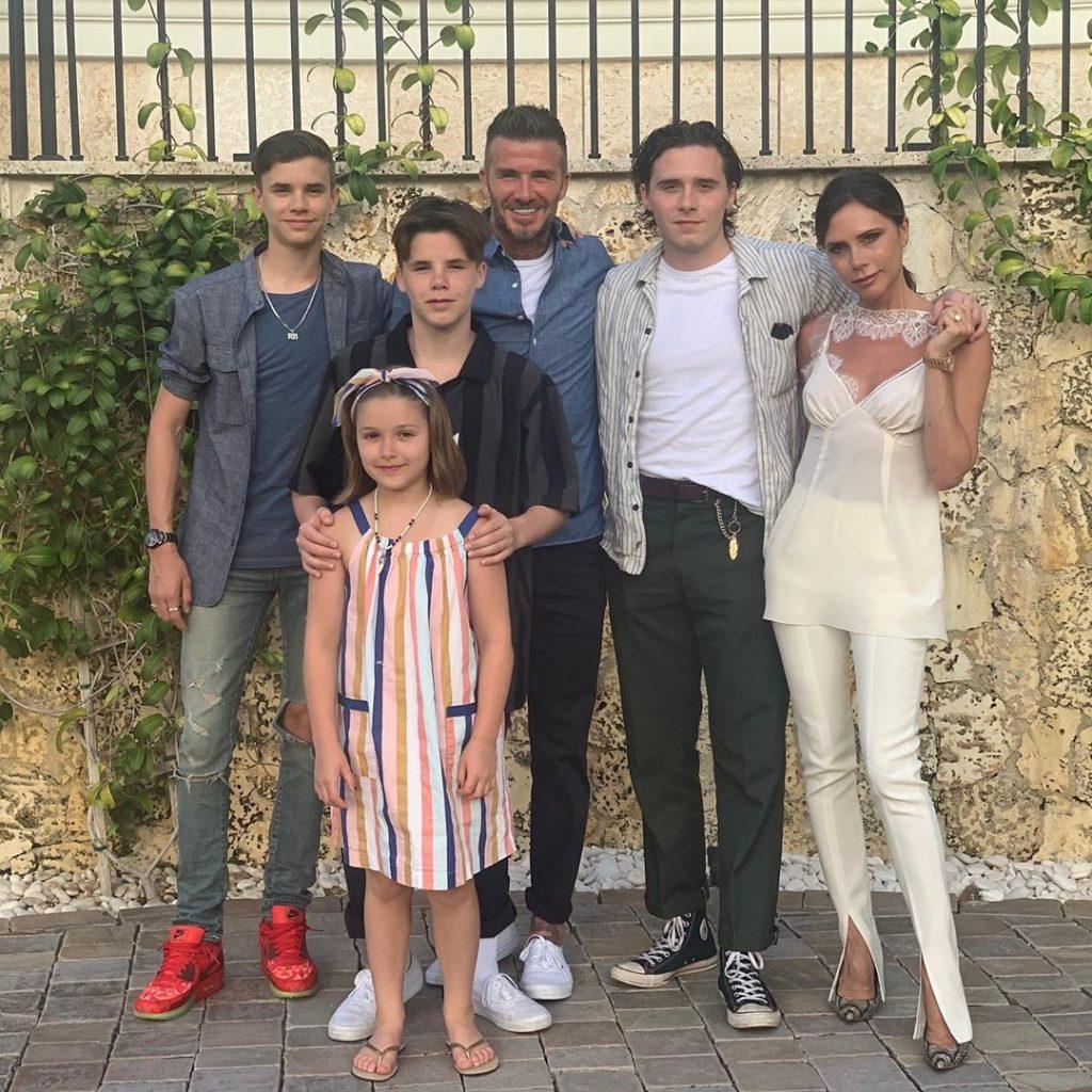 bekhemy 1024x1024 - Семья Бекхэмов заключила контракт с компанией Netflix