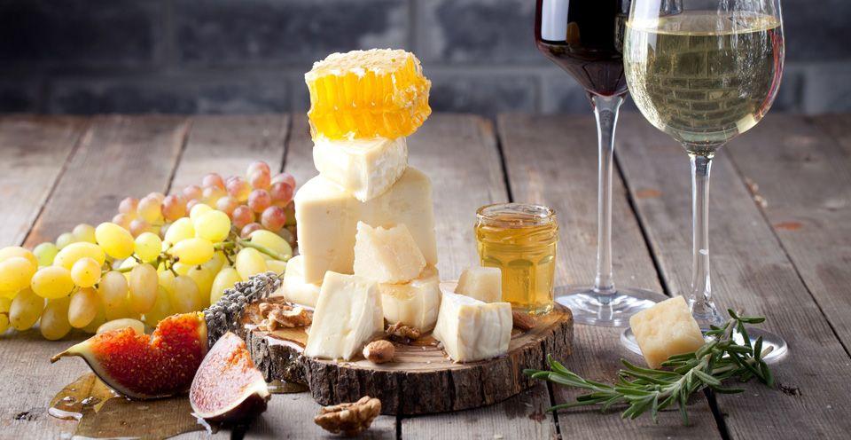 vino i syr - Названы продукты, которые помогут избежать старческого слабоумия