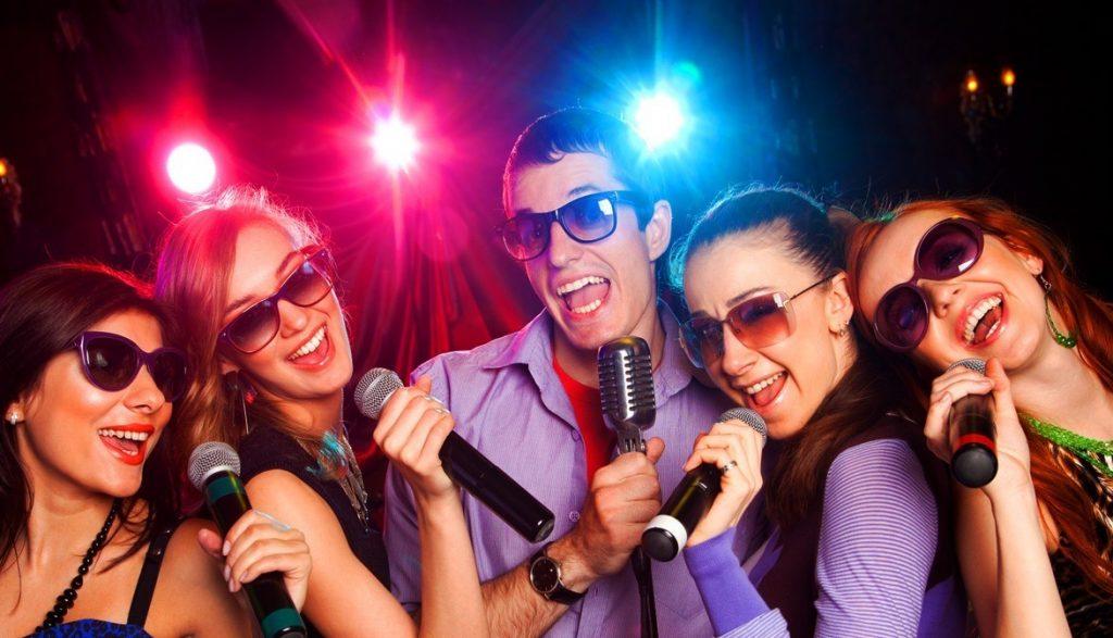 karaoke 1024x587 - Почему в России так любят караоке