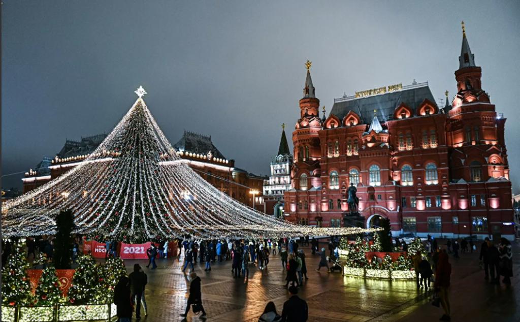 moskva 1024x634 - Самые красивые в мире новогодние елки 2021