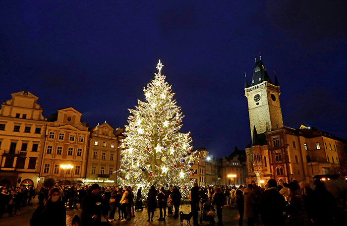 praga - Самые красивые в мире новогодние елки 2021