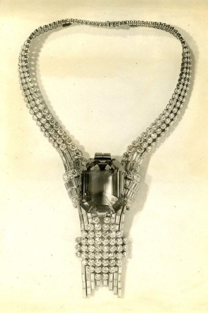 tiffani1 683x1024 - Tiffany & Co объявила о продаже самого большого бриллианта в своей истории