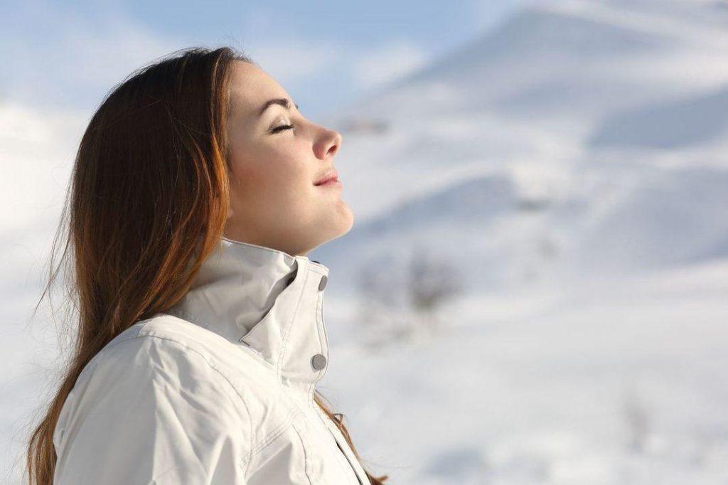 Зимнее плавание для женского организма: за и против