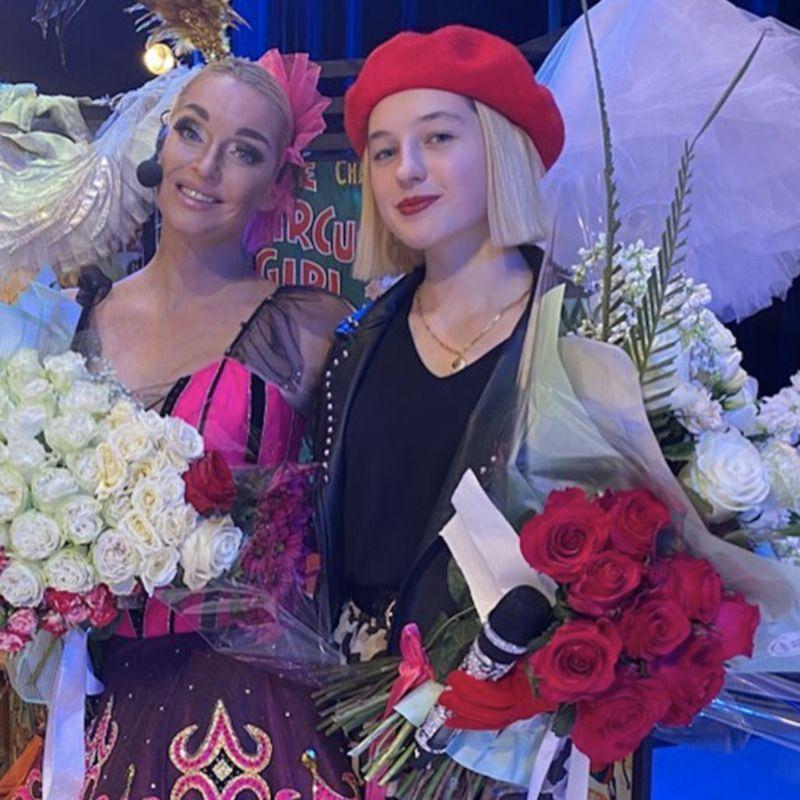 Doch Volochkovoj - 15-летняя дочь Волочковой спела на спектакле матери и получила шквал критики