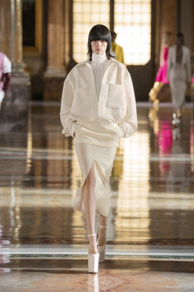 Valentino3 682x1024 - Итоги Недели кутюрной моды в Париже: размышления о пандемии, загрязнении океана и гендерном равенстве