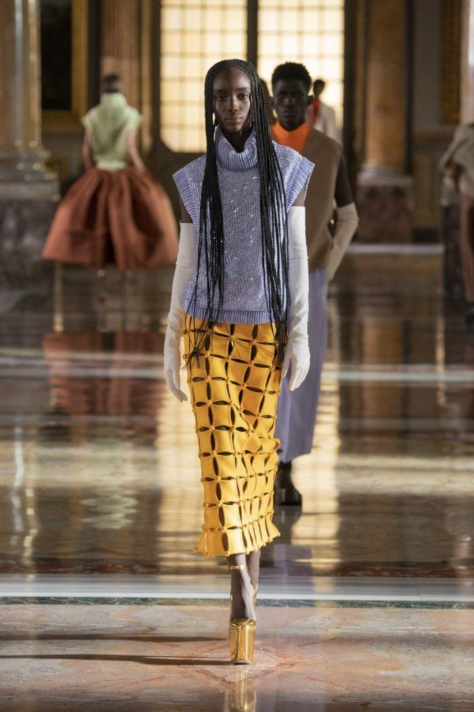 Valentino5 682x1024 - Итоги Недели кутюрной моды в Париже: размышления о пандемии, загрязнении океана и гендерном равенстве