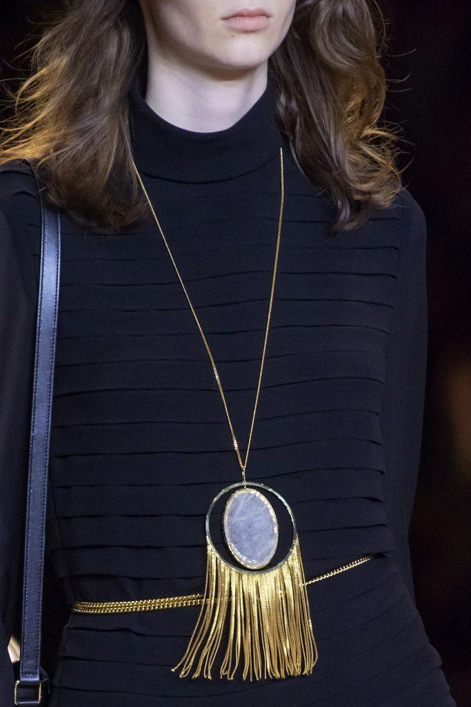 amulet 683x1024 - Тренды в дизайне украшений 2021 года