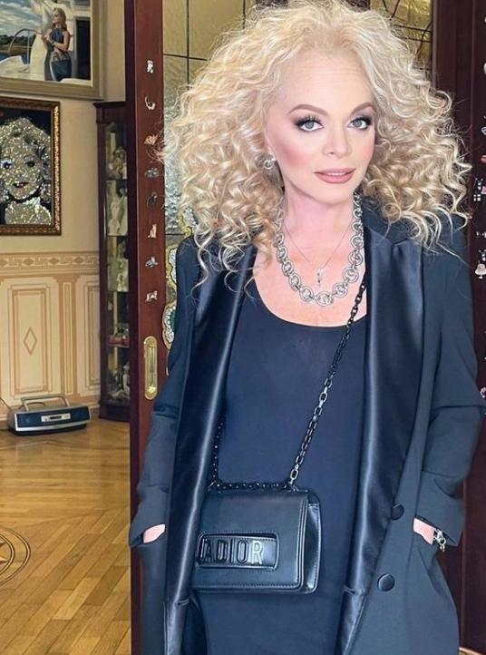 Dolina6 - Роскошные образы 65-летней Ларисы Долиной: как сейчас выглядит певица