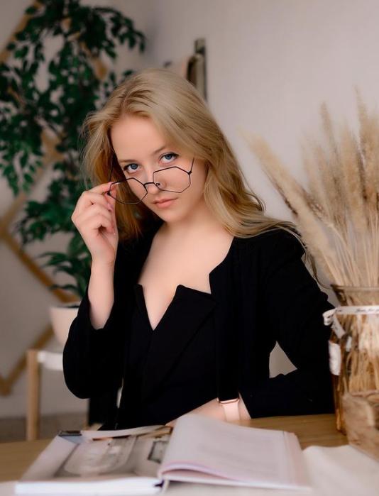 Каролина Афанасьева: как заработать первый миллион в 18 лет