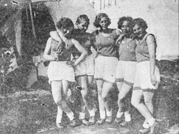 voennye zhenshhiny - Мужские кальсоны и белье из парашютов: что носили женщины во время Великой Отечественной войны