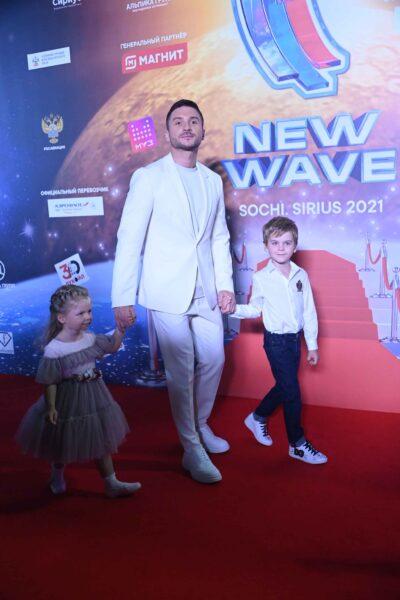 Лазарев с детьми