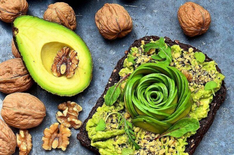 Авокадо и орехи